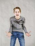 Muchacho adolescente emocional con los apoyos Imágenes de archivo libres de regalías