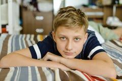 Muchacho adolescente en el país Fotografía de archivo