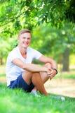 Muchacho adolescente en el parque Foto de archivo libre de regalías
