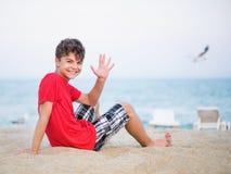 Muchacho adolescente en la playa Fotografía de archivo