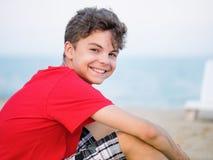 Muchacho adolescente en la playa Imagen de archivo libre de regalías