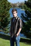 Muchacho adolescente lindo en el lago Fotografía de archivo