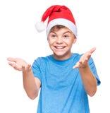 Muchacho adolescente que lleva el sombrero de Santa Claus Imagenes de archivo