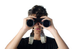 Muchacho adolescente que mira con binocular Fotografía de archivo