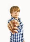 Muchacho adolescente que señala en usted Imagenes de archivo