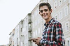 Muchacho adolescente sonriente Imagenes de archivo
