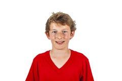 Muchacho adolescente sonriente aislado en blanco Imagen de archivo