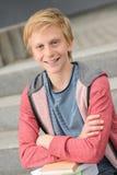 Muchacho adolescente sonriente del estudiante con los libros Fotos de archivo libres de regalías