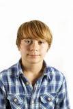 Muchacho adolescente sonriente en estudio Imagen de archivo