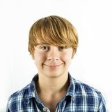 Muchacho adolescente sonriente en estudio Fotografía de archivo libre de regalías