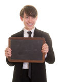 Muchacho adolescente sonriente feliz que sostiene una pizarra en blanco Fotos de archivo libres de regalías