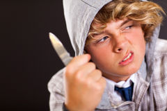 Cuchillo adolescente del muchacho Foto de archivo