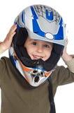 Muchacho adorable con un casco en la pista Imagenes de archivo