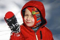 Muchacho adorable del niño en la nieve Imágenes de archivo libres de regalías