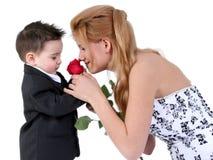 Muchacho adorable, muchacha hermosa, Rose encantadora Foto de archivo libre de regalías