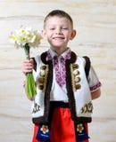 Muchacho adorable que lleva el traje tradicional Fotografía de archivo