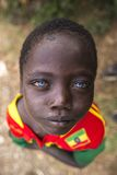 Muchacho africano con los ojos azules fotos de archivo libres de regalías