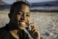 Muchacho africano en el teléfono celular Imagenes de archivo