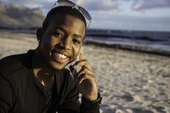 Muchacho africano en el teléfono celular Fotos de archivo