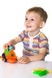 Muchacho alegre con el coche del juguete fotografía de archivo