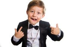 Muchacho alegre en un smoking foto de archivo libre de regalías