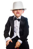 Muchacho alegre en un smoking y un sombrero fotografía de archivo
