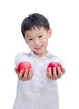 Muchacho asiático feliz con la manzana Imagen de archivo