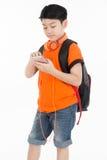 Muchacho asiático feliz que usa el teléfono celular Foto de archivo libre de regalías