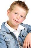 Muchacho atractivo joven que desgasta una chaqueta de la mezclilla azul Imagen de archivo