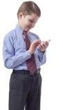 Muchacho bastante joven que mira smartphone Fotos de archivo