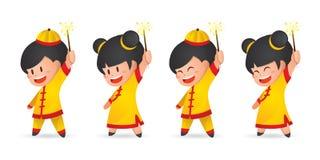 Muchacho chino y muchacha del Año Nuevo de la historieta linda que se divierten con las bengalas, aisladas en blanco