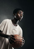 Muchacho con baloncesto Imagenes de archivo