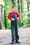 Muchacho con broza Fotografía de archivo