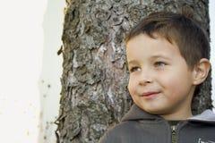 Muchacho con el árbol Imágenes de archivo libres de regalías