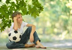 Muchacho con el balón de fútbol Imágenes de archivo libres de regalías