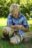 Muchacho con el bullsnake Fotos de archivo libres de regalías