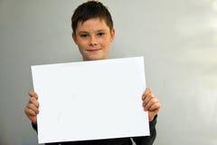 Muchacho con el cartel en blanco Fotografía de archivo