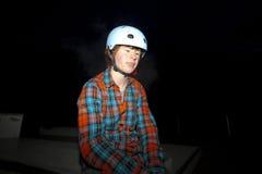 Muchacho con el casco por noche Fotografía de archivo libre de regalías