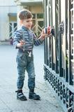 Muchacho con el coche del juguete Fotos de archivo libres de regalías