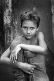 Muchacho con el martillo Foto de archivo libre de regalías