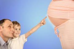 Muchacho con el mayor que señala el collage embarazado del vientre Imagen de archivo