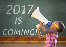 Muchacho con el megáfono contra muestra del Año Nuevo 2017 Foto de archivo libre de regalías