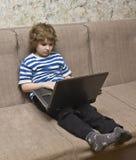 Muchacho con el ordenador Fotografía de archivo libre de regalías