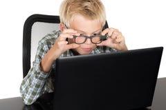 muchacho con el ordenador portátil Fotografía de archivo libre de regalías