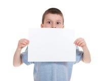Muchacho con el papel de hoja en blanco Imágenes de archivo libres de regalías