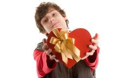Muchacho con el regalo del corazón Fotografía de archivo libre de regalías