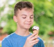 Muchacho con helado Fotografía de archivo