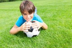 Muchacho con la bola del fútbol Foto de archivo
