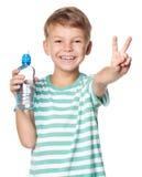 Muchacho con la botella de agua Fotografía de archivo libre de regalías