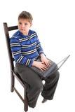 Muchacho con la computadora portátil Fotografía de archivo libre de regalías